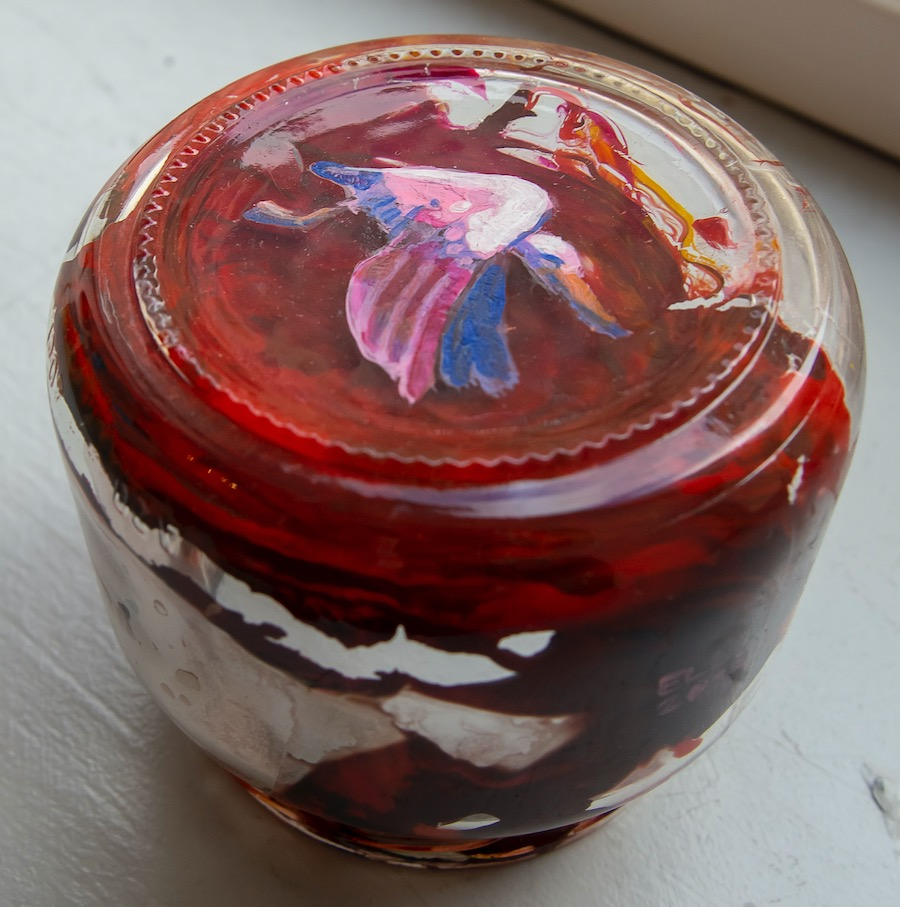 Elli Maanpää: Think Outside the Jar, Acrylic paint on glass jar, 9x9x8cm, 2020
